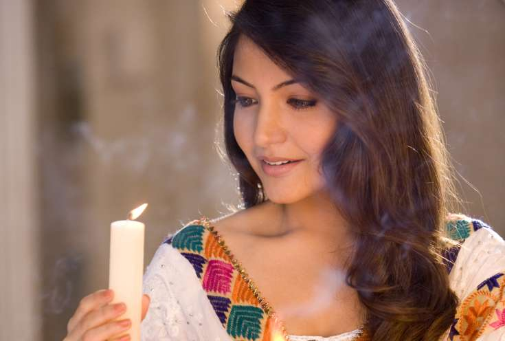 anushka-sharma-with-candles
